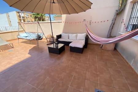 Apartamento junto a la playa.