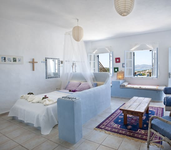 "Charming sea view studio with BBQ ""Blue Light"" - Paros - Daire"