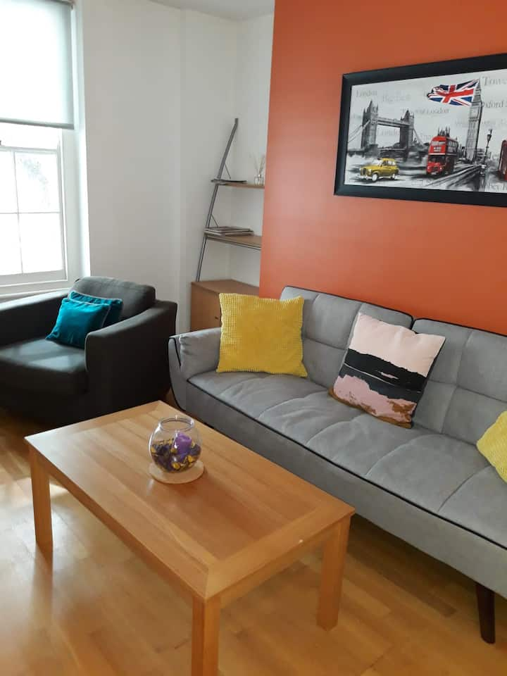 CLEAN FITZROVIA ONE BEDROOM APARTMENT