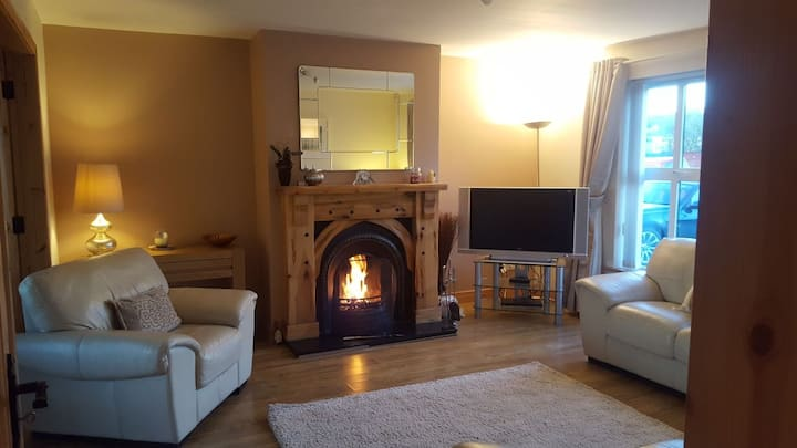 Modern Holiday Home - 2mins from Malin Town.