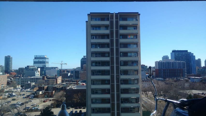 Shared room, Convenient location, Downtown. - Toronto - Pis