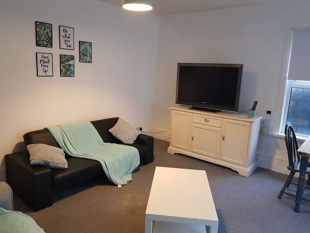 Kings lodge Apartment 1 - lovely 2 bedroom flat