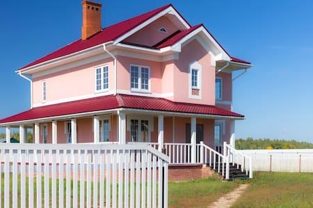 Большой загородный дом со всеми удобствами - Zelentsyno - Huis