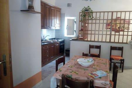 Appartamento Centro Storico - Santo Stefano di Camastra - อพาร์ทเมนท์