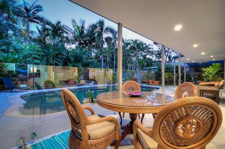 Spacious family home close to beach - Port Douglas - House