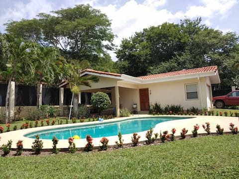 Comfortable Casita, Pool, 5 Minute Walk to Beach