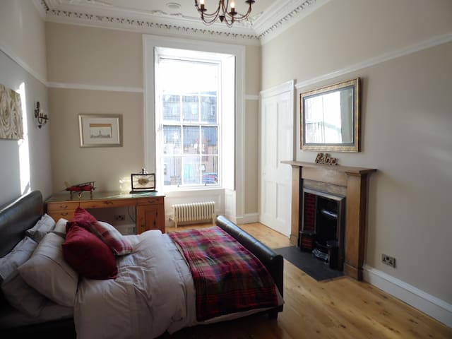 Spacious and Quiet Flat in the Heart of Finnieston