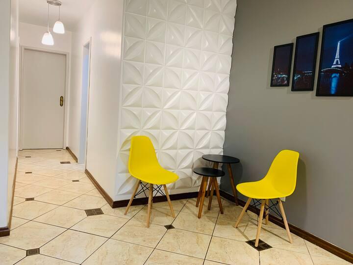 Amplo apartamento completo com garagem no Cristal