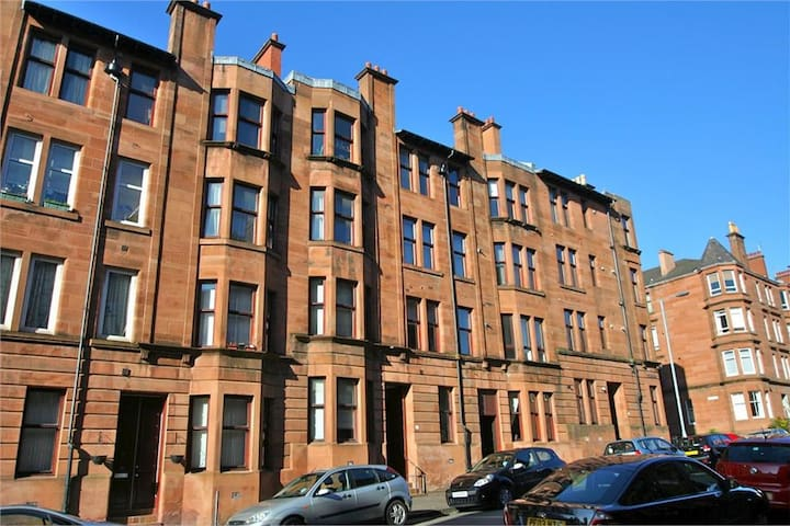 Beautiful homely apartment in west end of Glasgow
