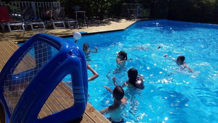 Gîte, piscines, spa et copains pour les enfants ;)