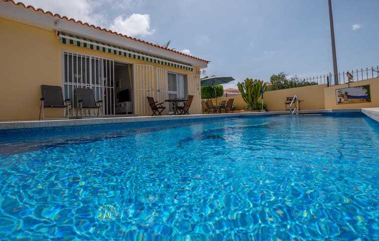COZY VILLA-OASIS 3BED HEATED POOL CALLAO SALVAJE