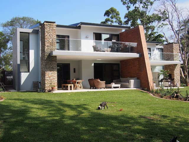Spacious, safe, modern home. - Kloof - Huis