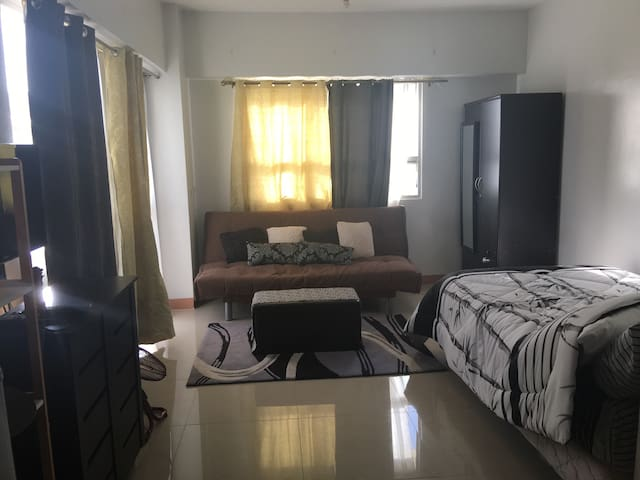 Fully-Furnished Studio Unit @ La Guardia Flats 2 - Cebu - Daire