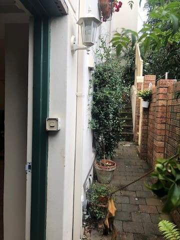Spacious Studio in Bronte - Long stay unfurnished