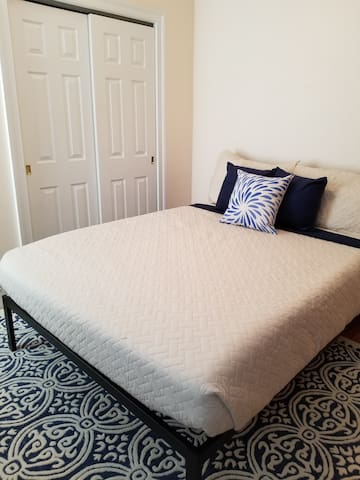 Queen size bed with extremely comfortable, 12 inch memory foam mattress and Tommy Bahama bedding.