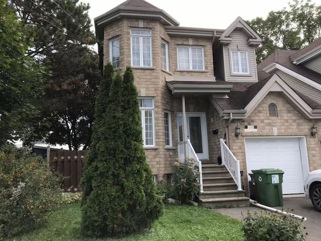 Montreal 3 bedrooms detached cottage,free parking