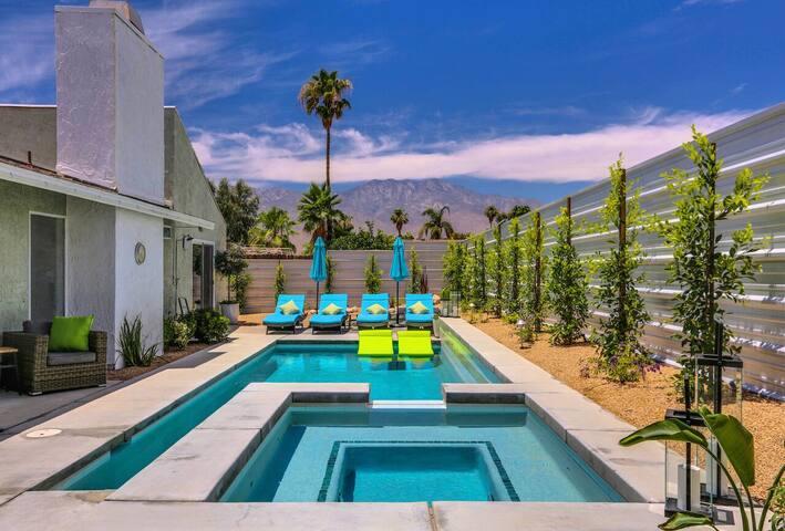 Palm Springs Getaway- Pet Friendly- 2 bed 2 bath