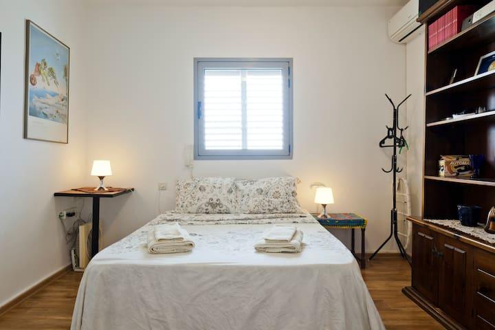 Bedroom - Queen-bed