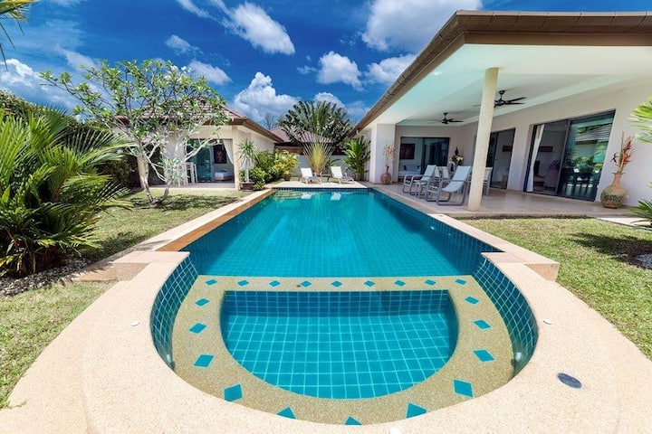 Villa 4 bedrooms private pool close to Boat Avenue