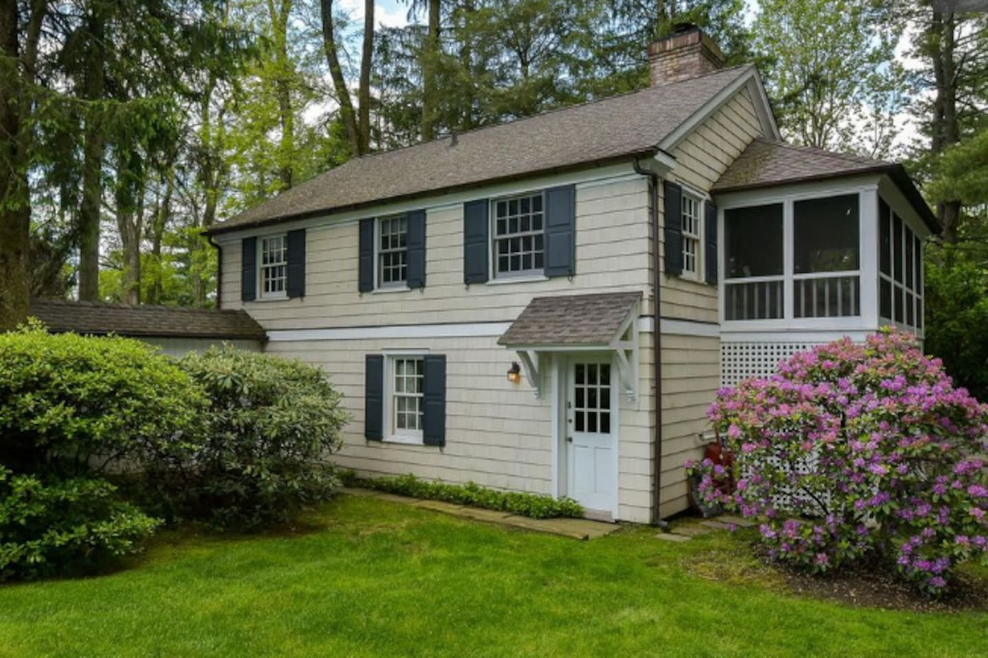 Cozy 2 bedroom cottage above garage with separate entrance, parking and screened in patio.