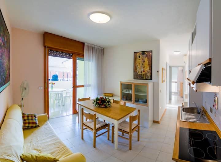 Cond. Burano 2 camere da letto nuovo e moderno con grande terrazza a Lido del sole