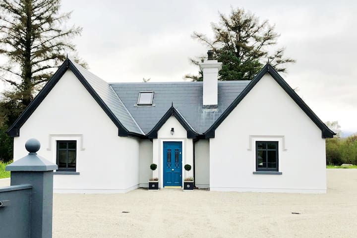 Grey Gate Lodge - Twin Bedroom