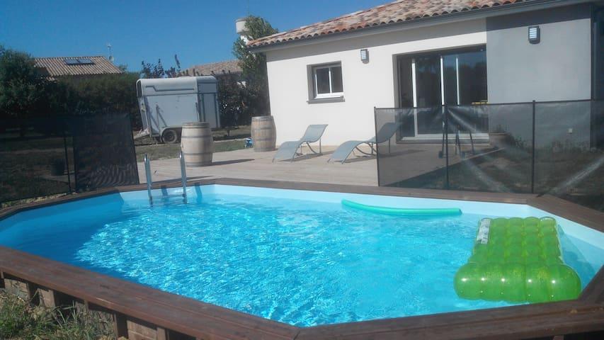 Chambre indépendante avec accès piscine et balnéo! - Escazeaux - Dům