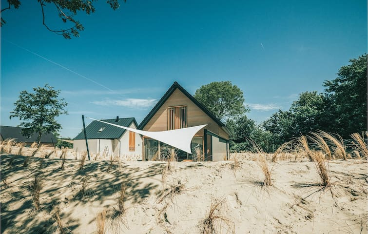 Holiday cottage with 5 bedrooms on 164m² in Ouddorp