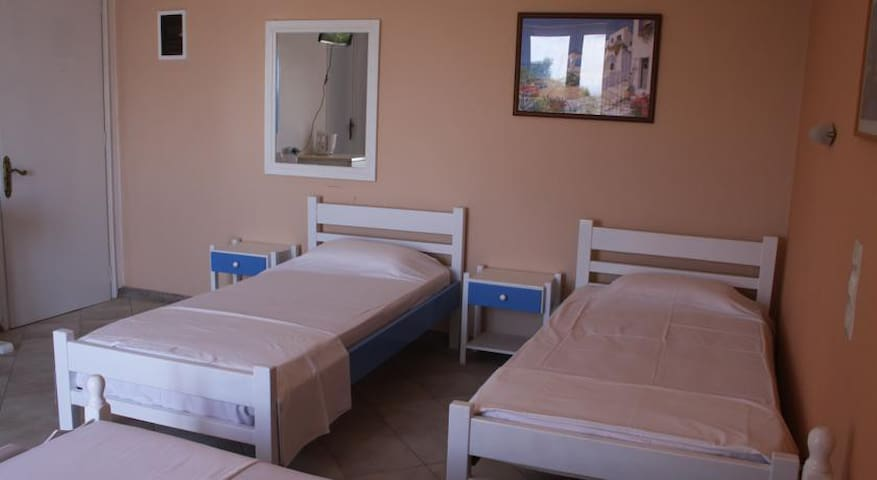 Quadruple Drosia Room - Minia - Rumah Tamu