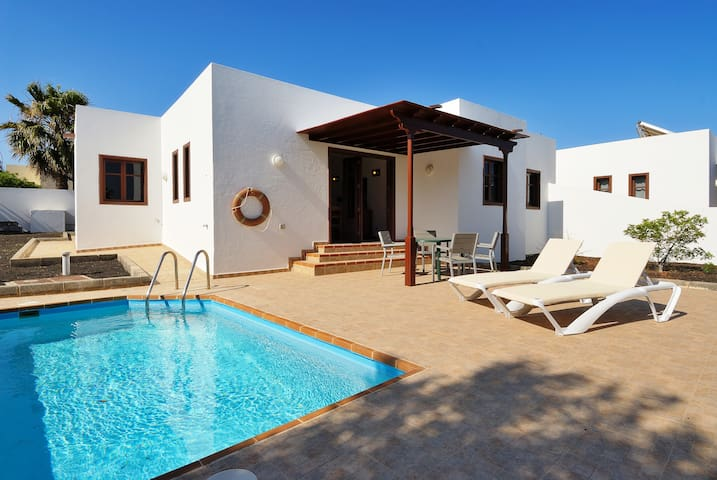 Villa Magenta Private Pool Playa Blanca wifi bbq