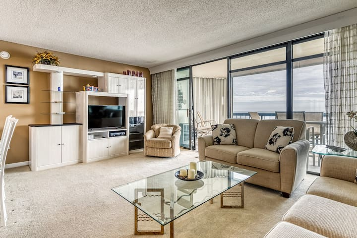 Deluxe condo w/ heated pool, & free WiFi with oceanfront balcony!