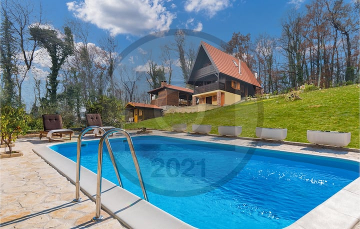 Awesome home in Stubicke Toplice with Outdoor swimming pool, Sauna and 2 Bedrooms