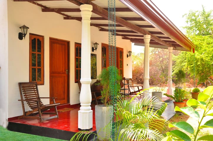 Standard double room with fan - Sigiriya - Bed & Breakfast