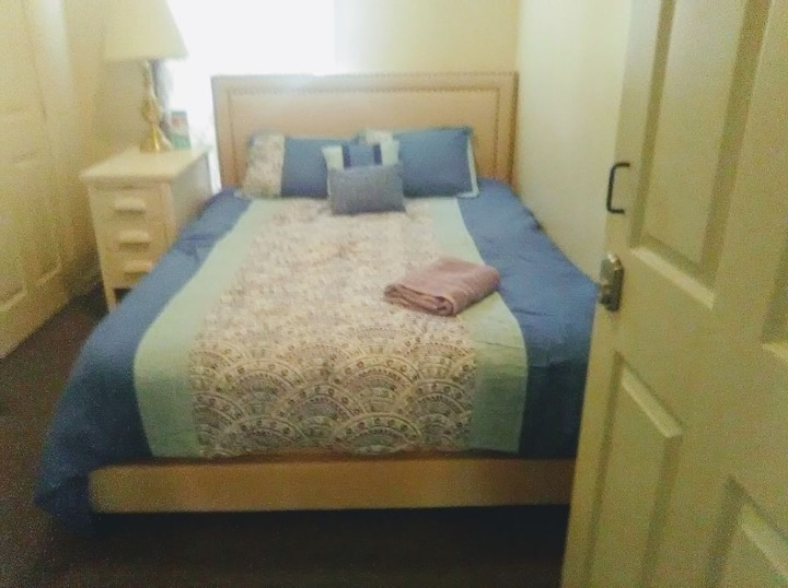Private Bedroom Available Near Downtown