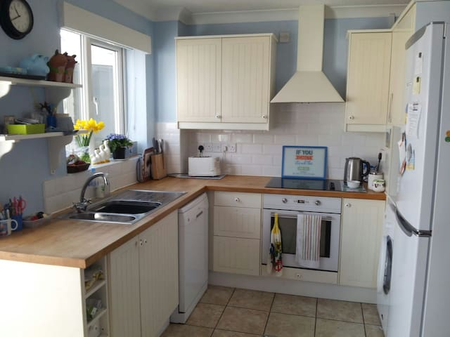 Comfy 2 bed house in village 15mins from Bristol - Nailsea