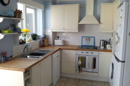 Comfy 2 bed house in village 15mins from Bristol - Nailsea - House