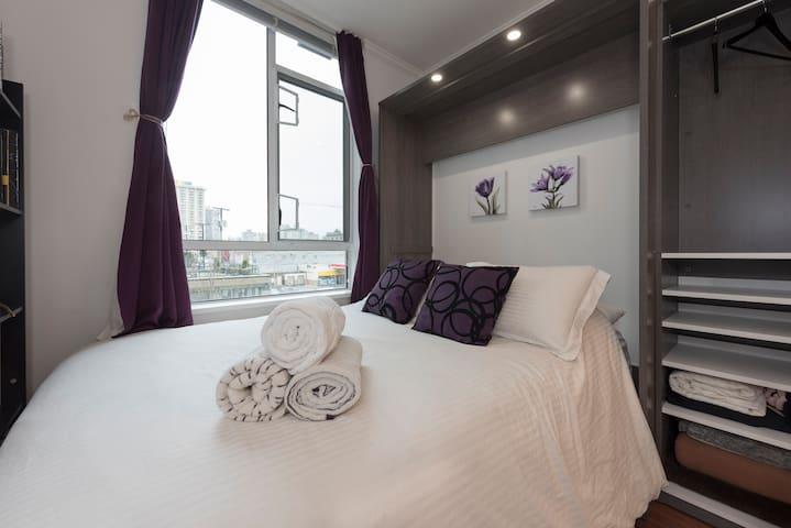 1 Bedroom + Private Bathroom in Heart of Downtown!