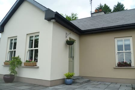 Burke's Place, Carrigeen Mountain - Kilbeheny - House