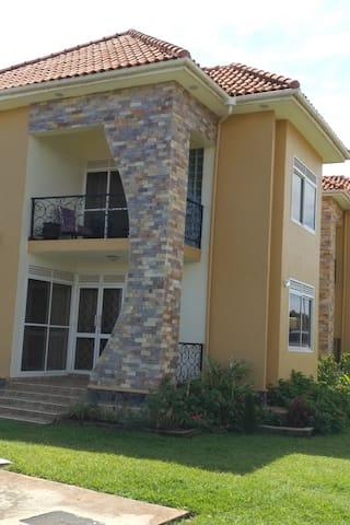 Bwebajja Residence with a view & Golf