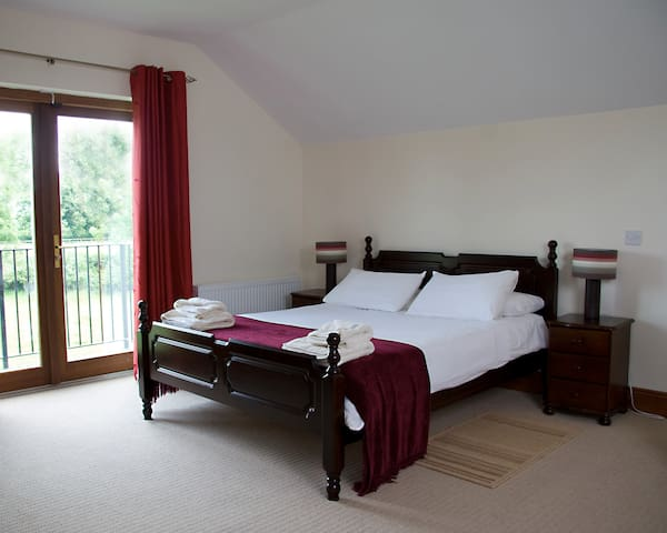 The Henhouse - Luxury holiday Apartment - Ashbourne - Byt
