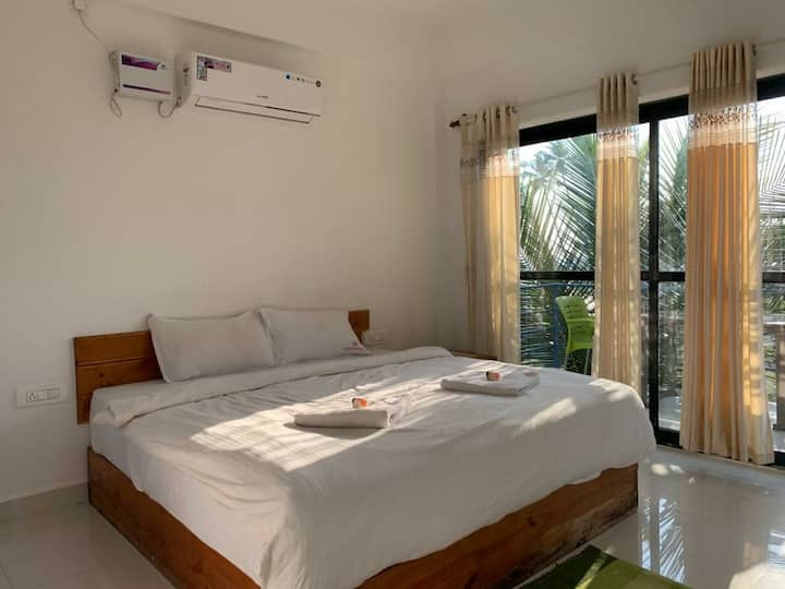 1 Room Right on Arambol Beach
