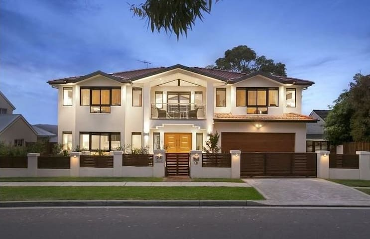 Luxury living close to beautiful Northern Beaches - Narraweena - Ház