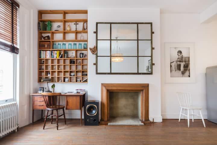 Spacious Classy Portobello Apartment