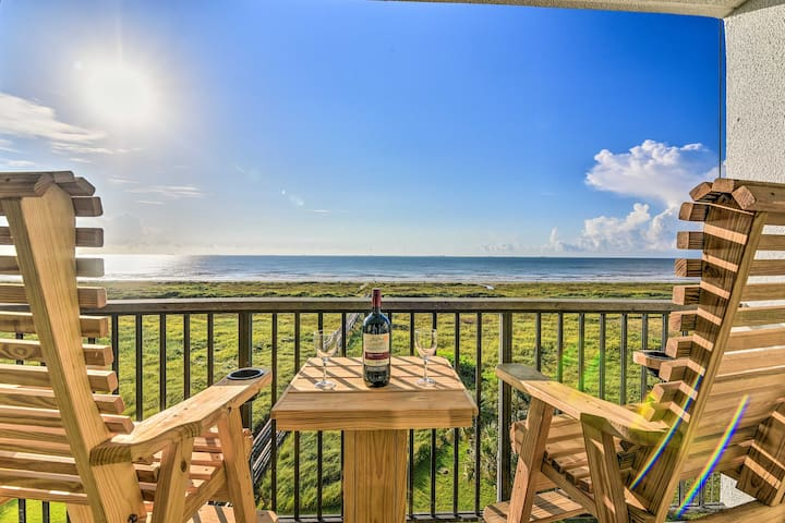 NEW! Beachfront Galveston Studio w/ Pool & View!
