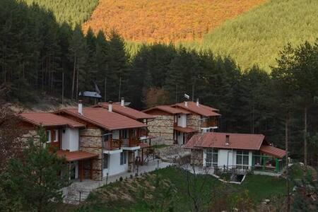 """Guesthouses """"Prav Kamen"""""""