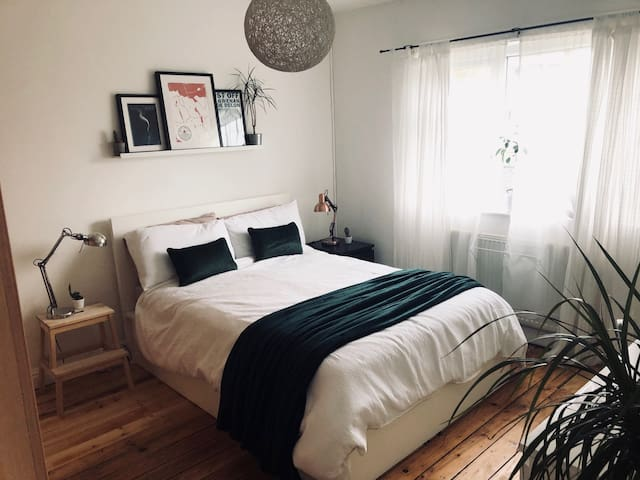 Comfy Double Bedroom & Sofabed in Manchester