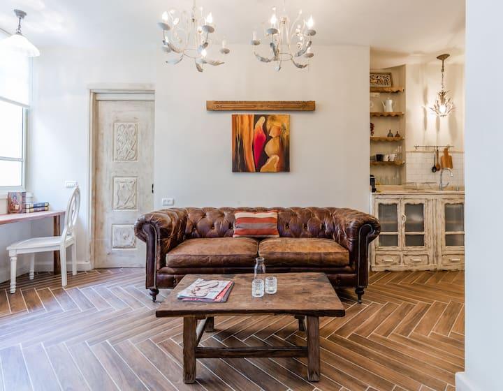 Luxury Boutique Apartment In Best Location .