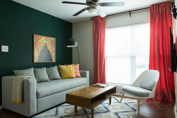 Cozy 2BR in East Austin #137 by WanderJaunt