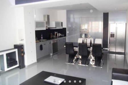 Grand appartement de 85 m2 - Saint-Étienne - Lägenhet