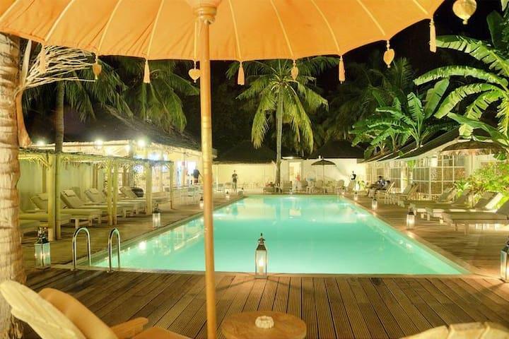 Gili Meno 1 Bedroom Bunglow 20 meter pool &sunbeds